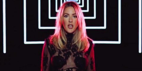 Ellie Goulding online il video di STILL FALLING FOR YOU
