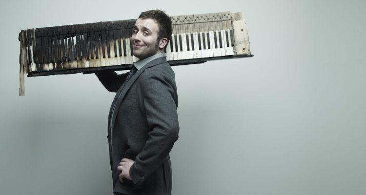 """Raphael Gualazzi torna in radio con il singolo """"Lotta Things"""""""
