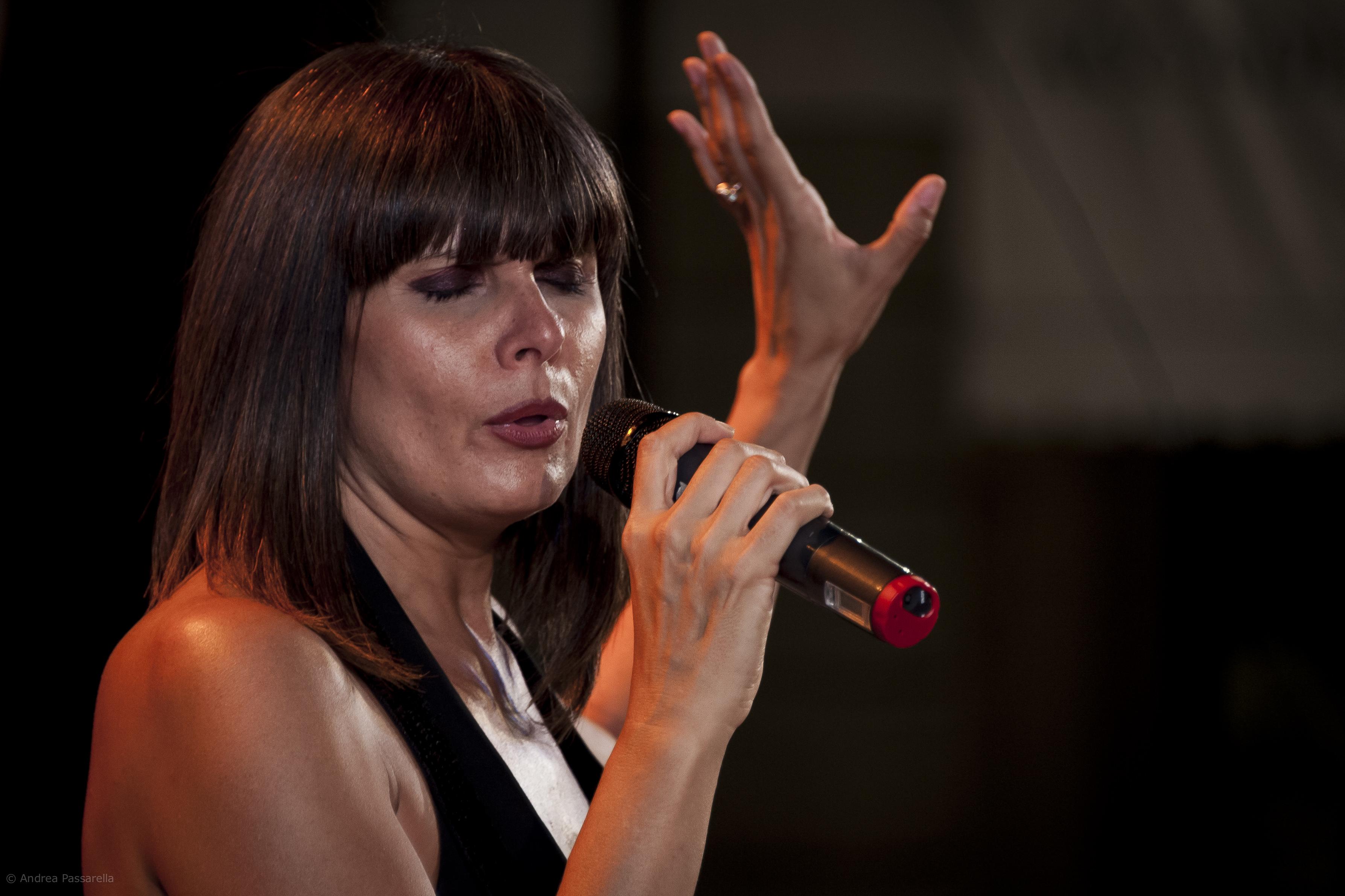 Silvia Mezzanotte arriva in Sicilia con Summer Tour